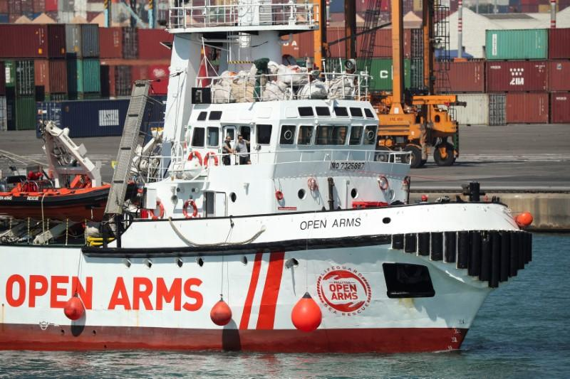 Migrant rescue boat arrives in Spain after rejection by