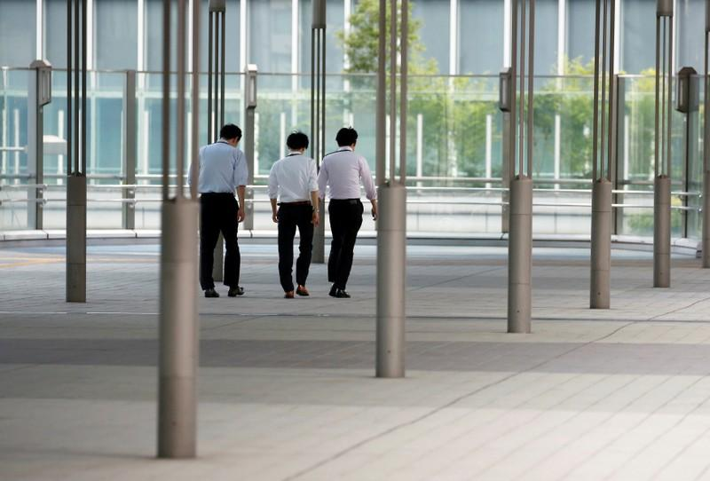 Businessmen walk during a heatwave in Tokyo, Japan July 23, 2018.  Issei Kato