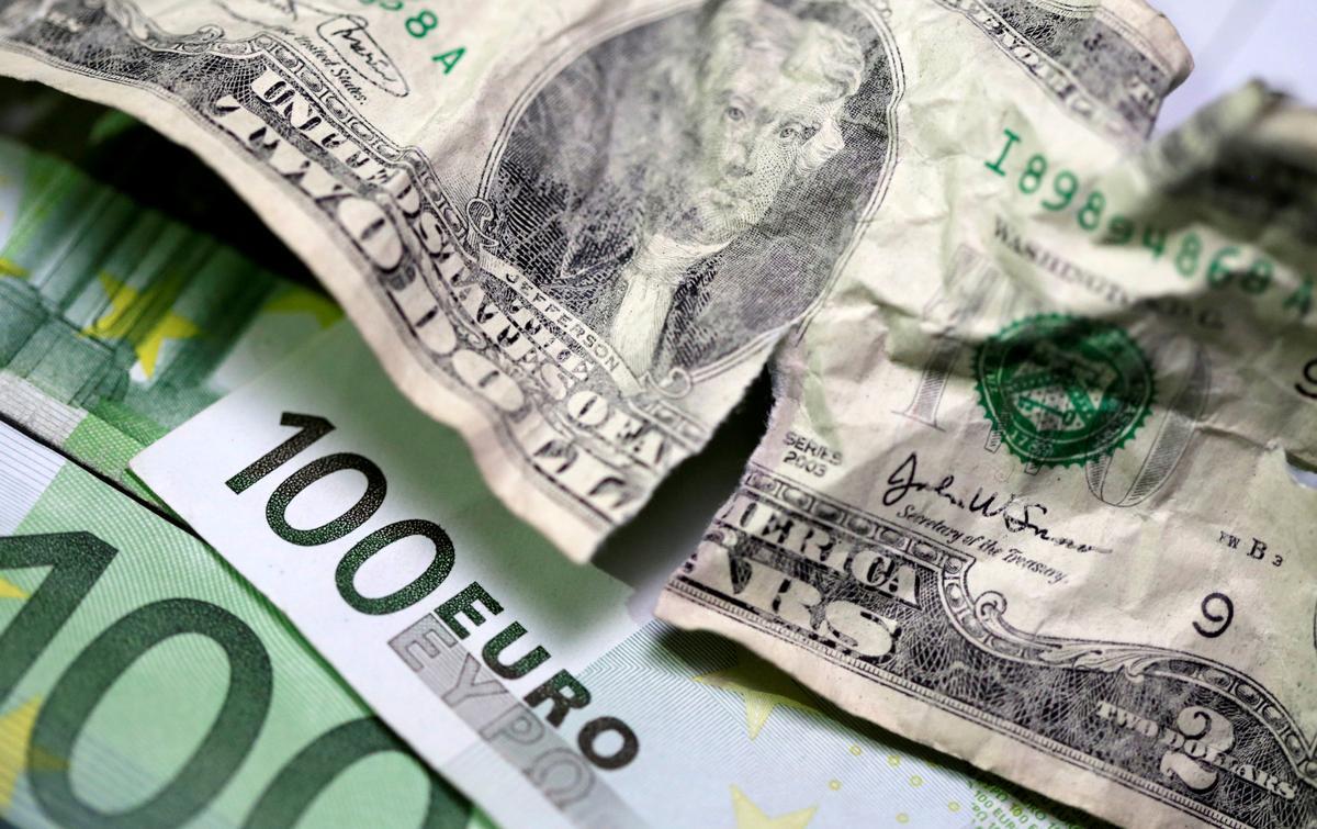 Dollar drops as U.S.-EU agree to reduce tariffs