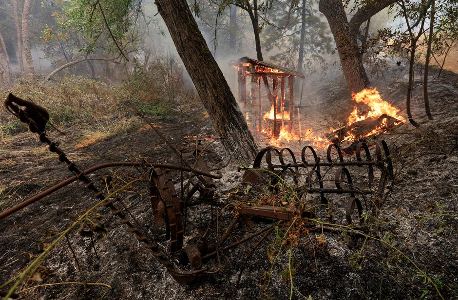 Six people killed as California wildfire spreads - Reuters