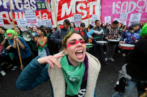 Argentina mulls bill that would legalize abortion