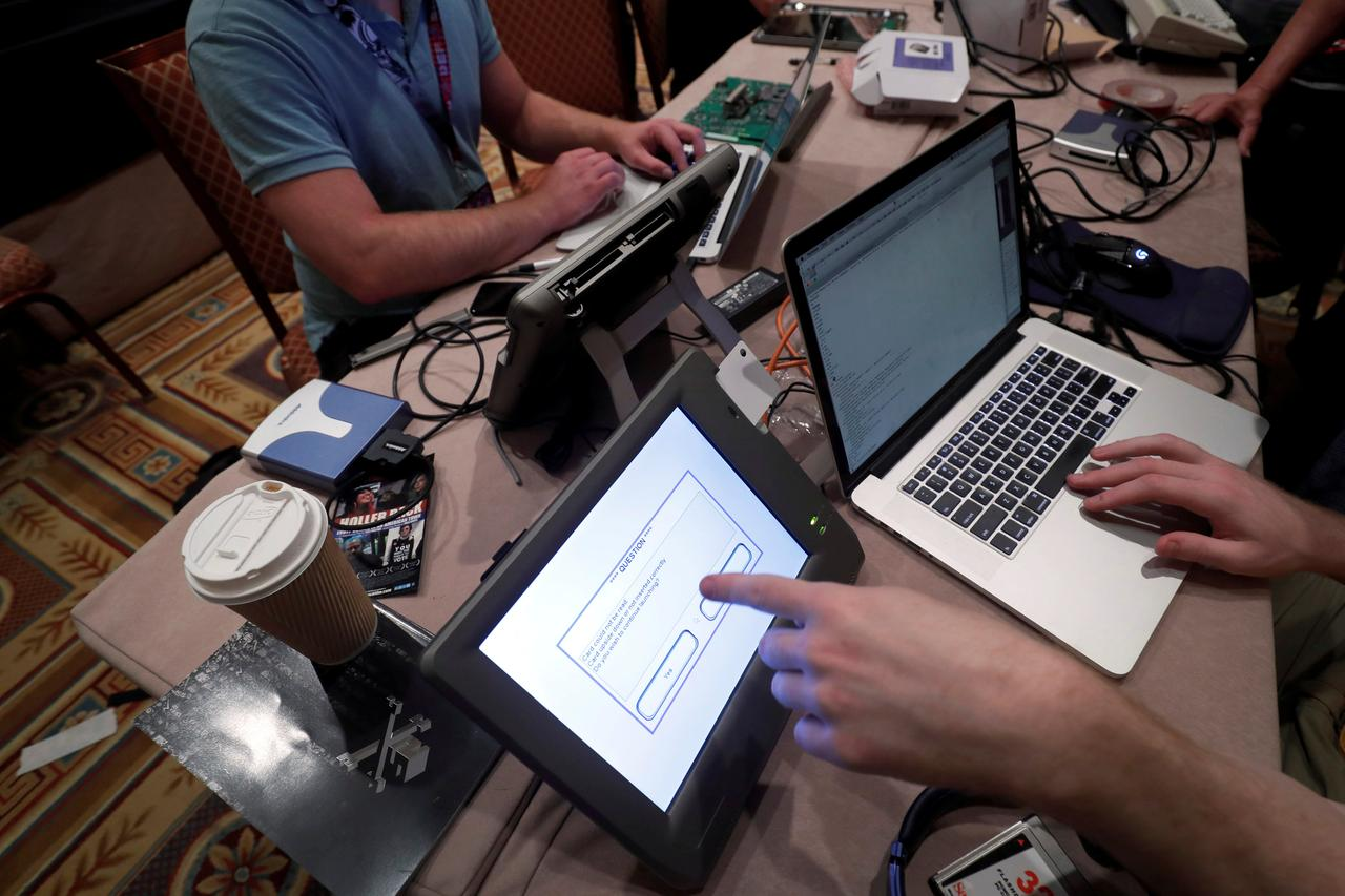 Hackers at convention test voting systems for bugs - Reuters