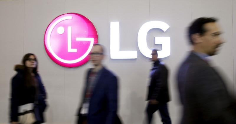 People walk past a LG Electronics logo during the Mobile World Congress in Barcelona, Spain, February 25, 2016. Albert Gea