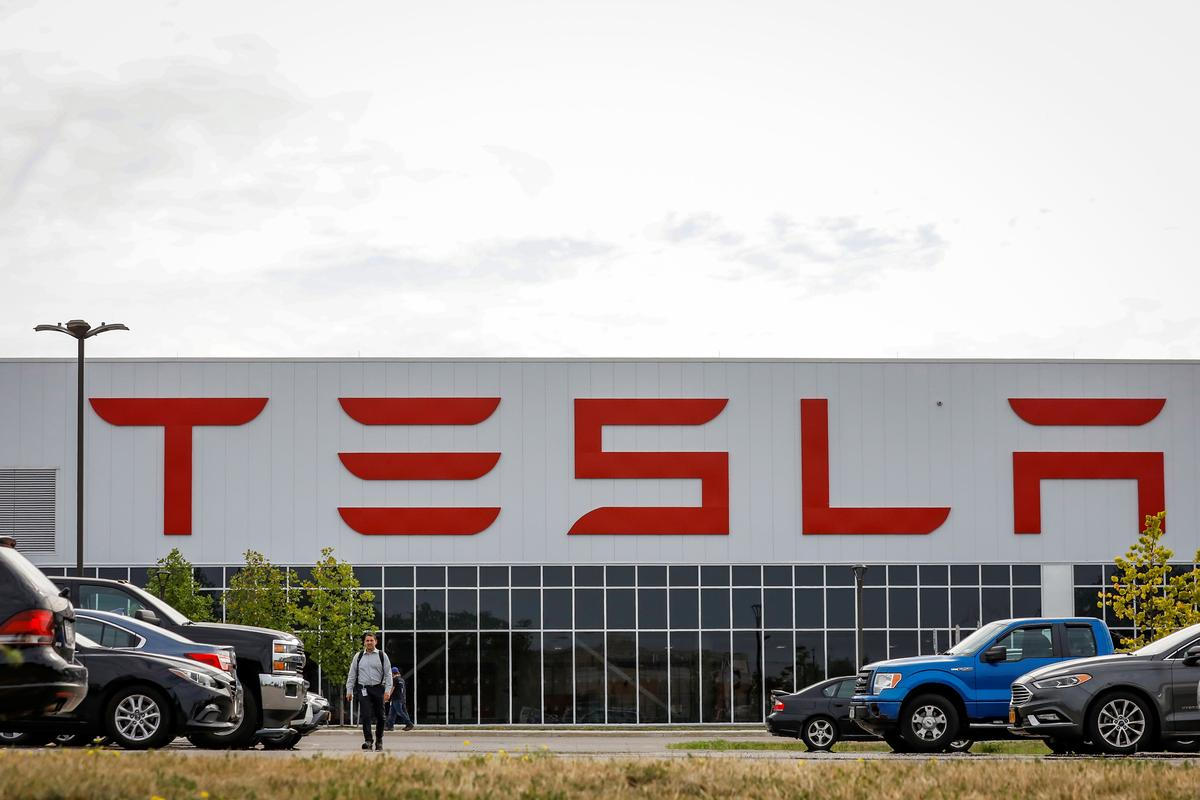 Major Tesla Shareholders Trimmed Stakes Last Quarter: Filings