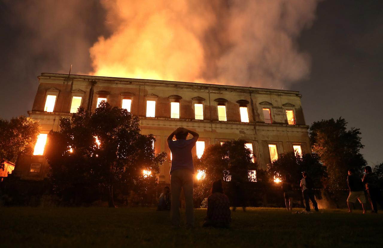 ブラジル国立博物館で大規模火災...
