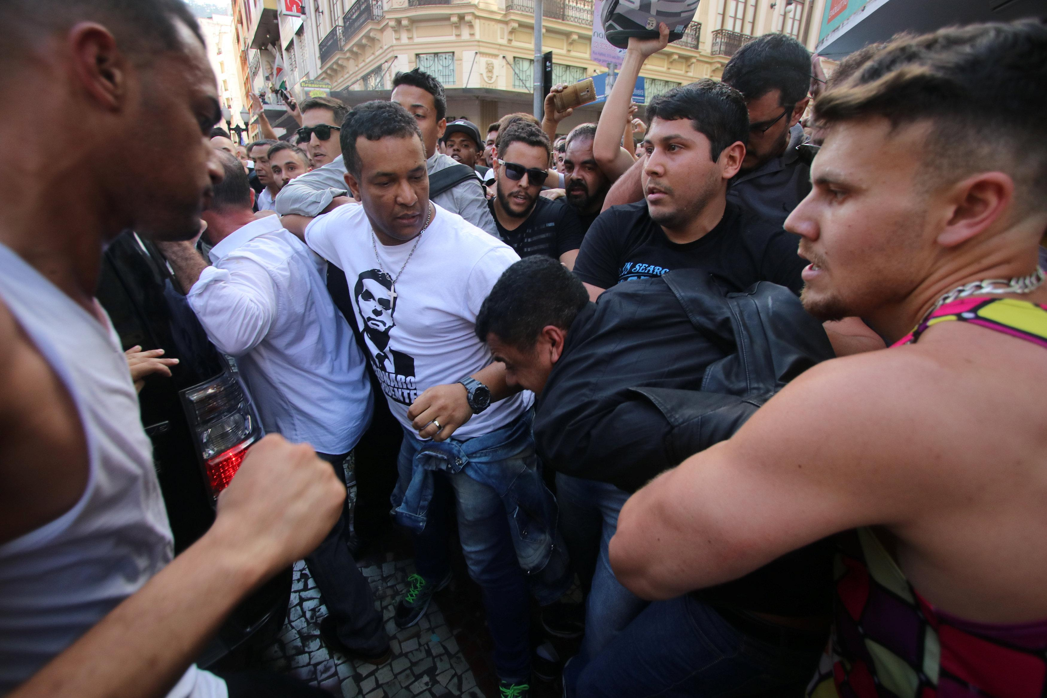 People surround a man suspected of stabbing Brazilian presidential candidate Jair Bolsonaro (not pictured) as he was campaigning in Juiz de Fora, Minas Gerais state, Brazil September 6, 2018. Felipe Couri / Minas Tribune / via