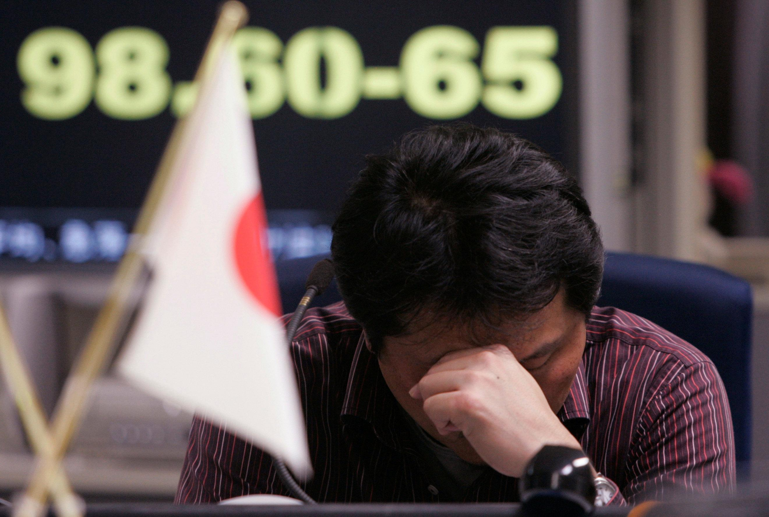 Tsutomu Fukasawa, a dealer, takes a rest at a yen trading room in Tokyo, Japan, October 10, 2008. Yuriko Nakao/File photo