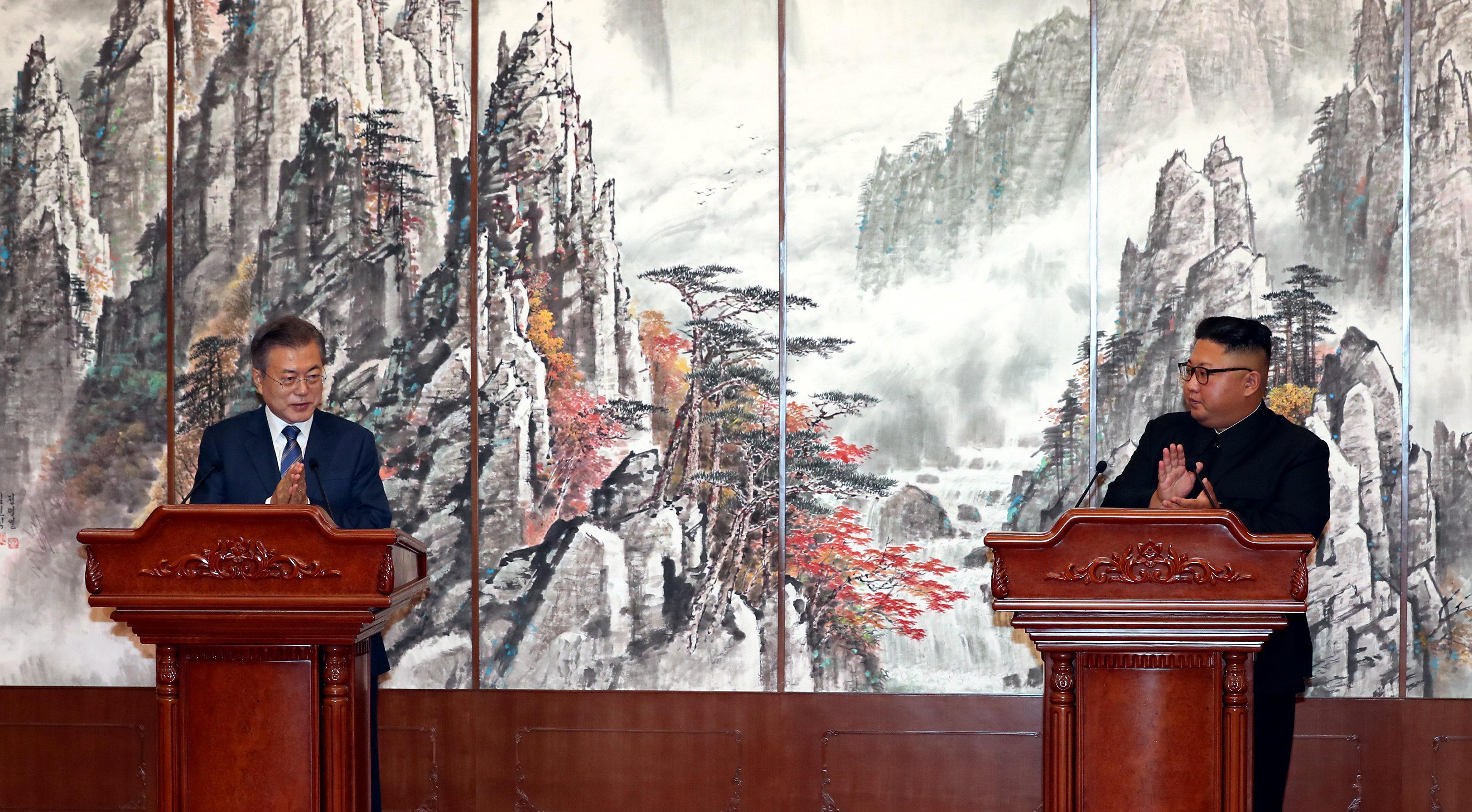 Kremlin praises steps by Korean leaders to resolve nuclear crisis