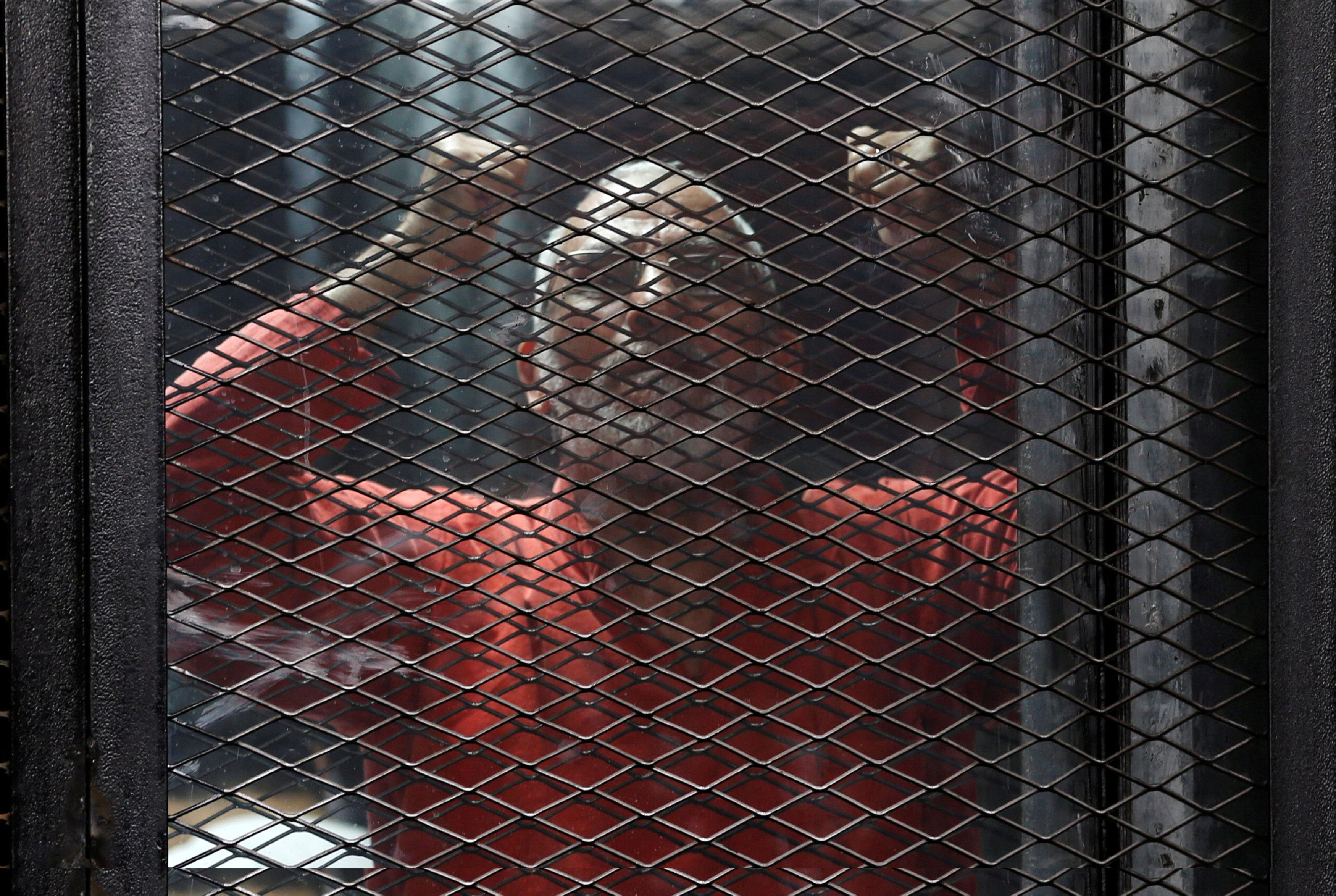 Muslim Brotherhood leader Mohamed Badie shouts slogans against the Interior Ministry during a trial at a court on the outskirts of Cairo, Egypt May 31, 2016.  Amr Dalsh