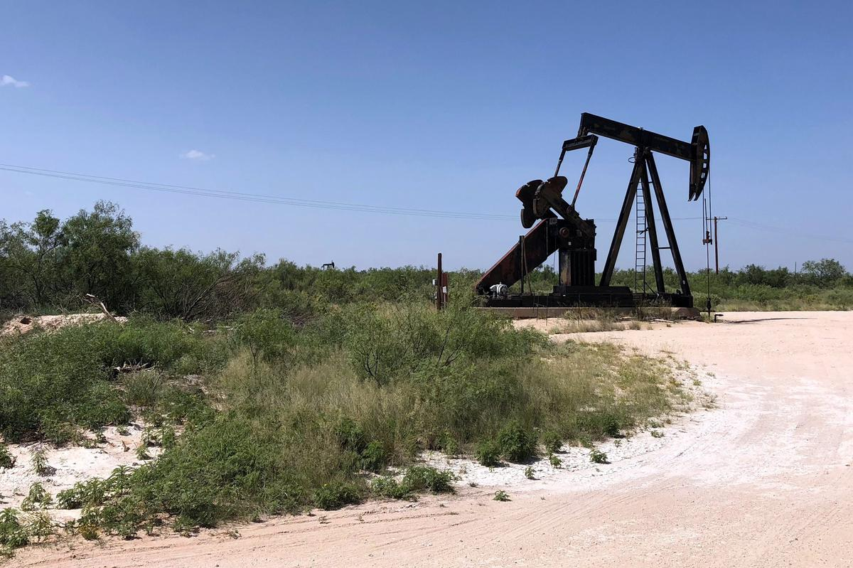 Too much oil? Texas boom outpaces supply, transport networks thumbnail