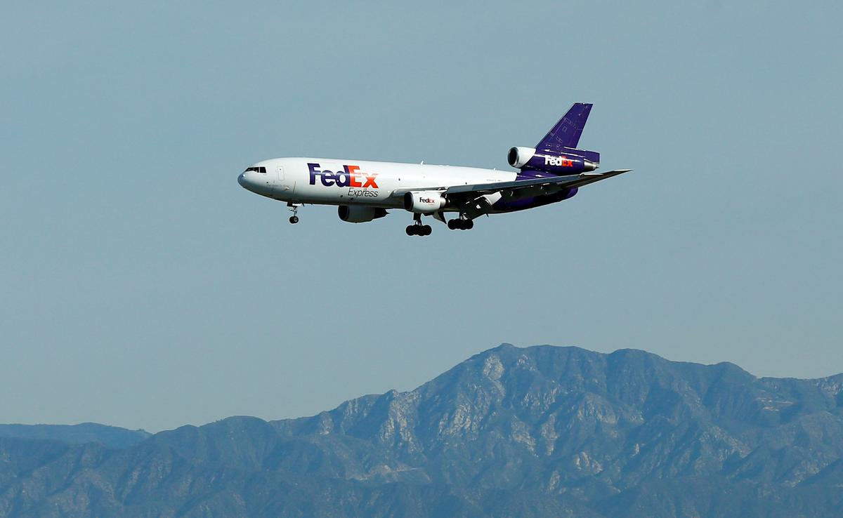 Ahead of holidays, FedEx leans on special bonuses to keep