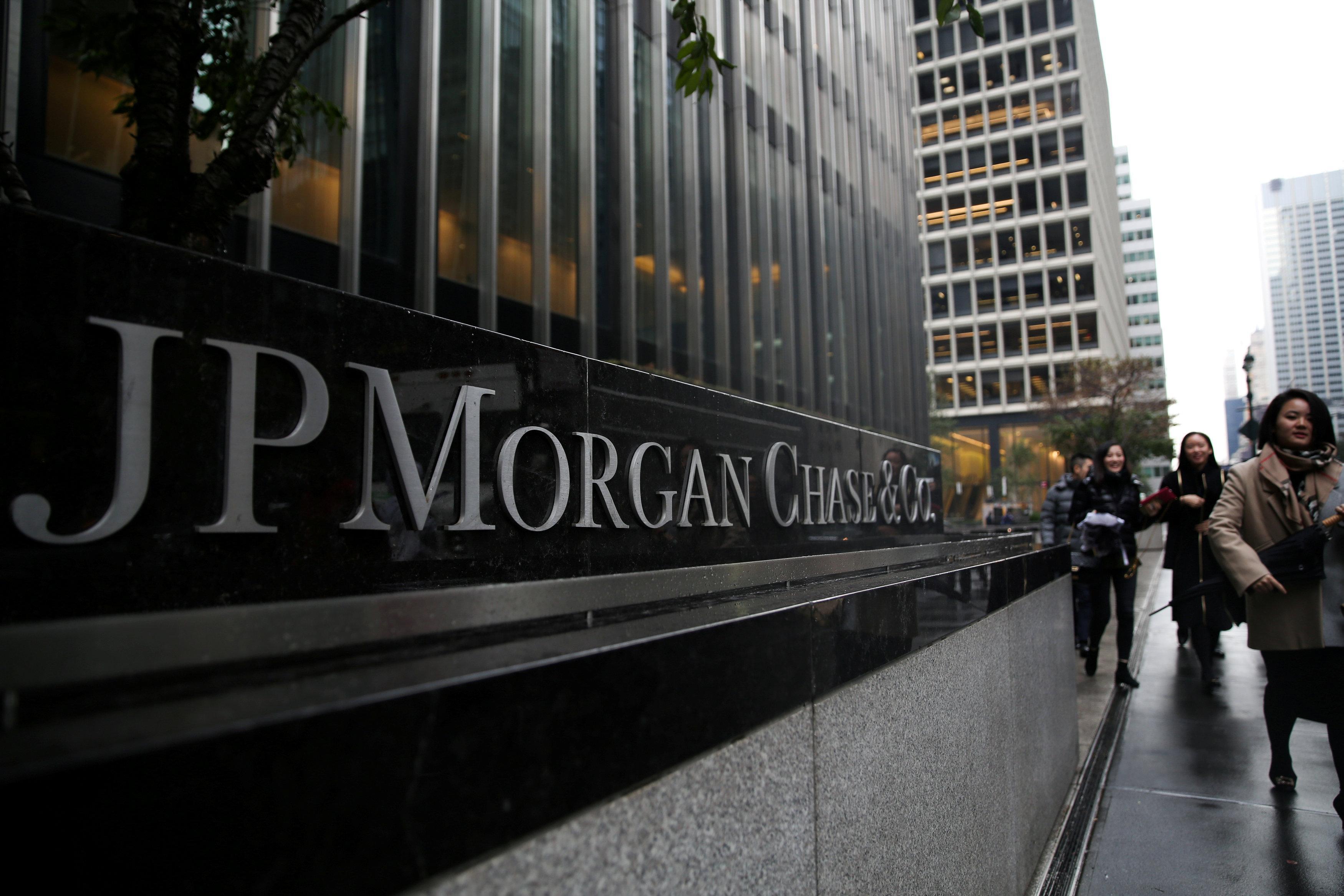 JPMorgan's consumer banking strength offsets bond trading