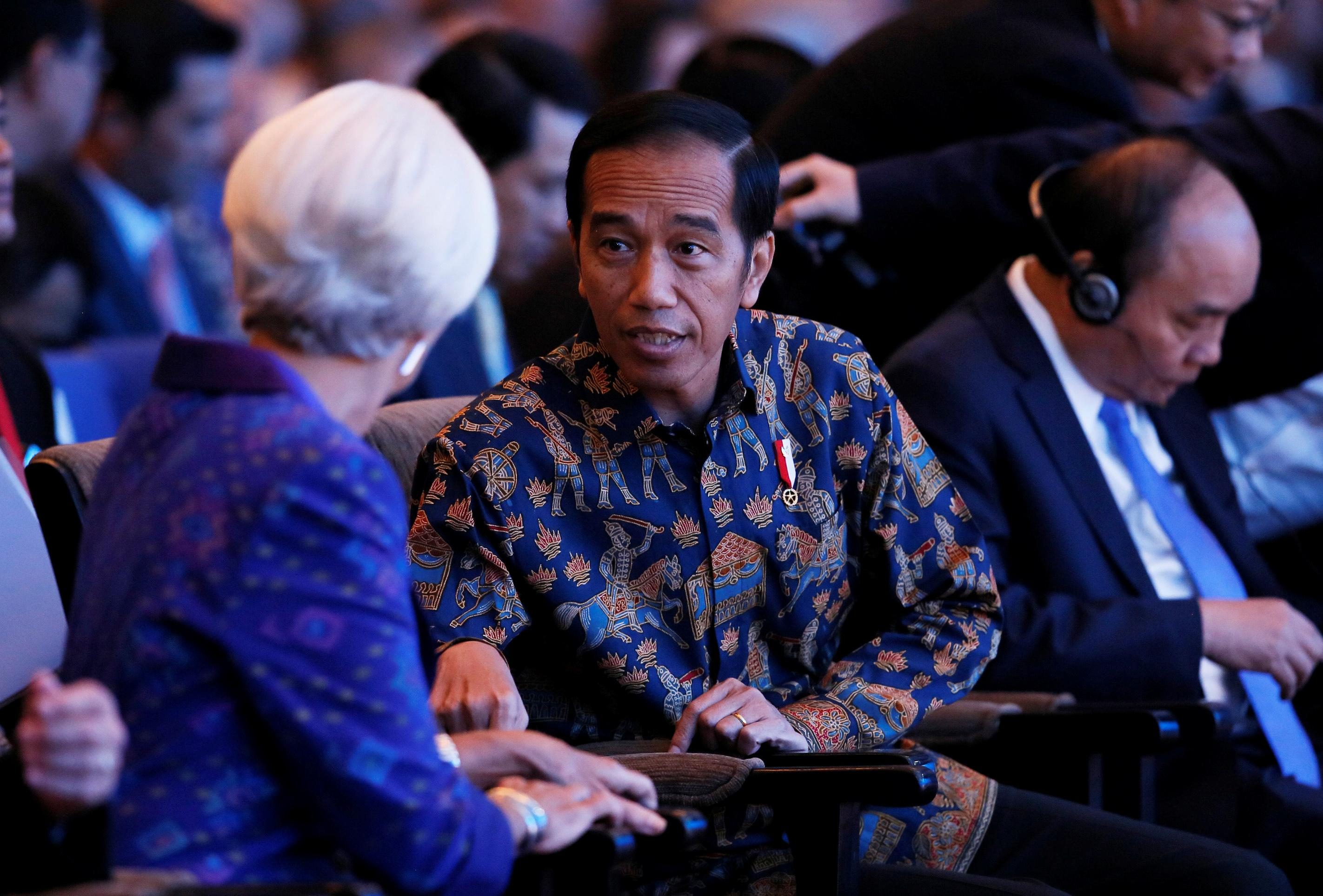 IMF Managing Director Christine Lagarde (L) talks to Indonesia President Joko Widodo during a plenary session at International Monetary Fund - World Bank Annual Meeting 2018 in Nusa Dua, Bali, Indonesia, October 12, 2018. Johannes P. Christo