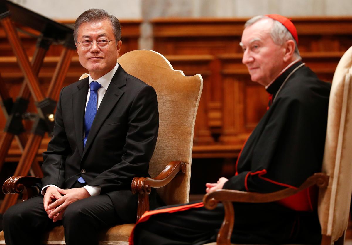 On eve of meeting pope, South Korean president speaks of peace hopes