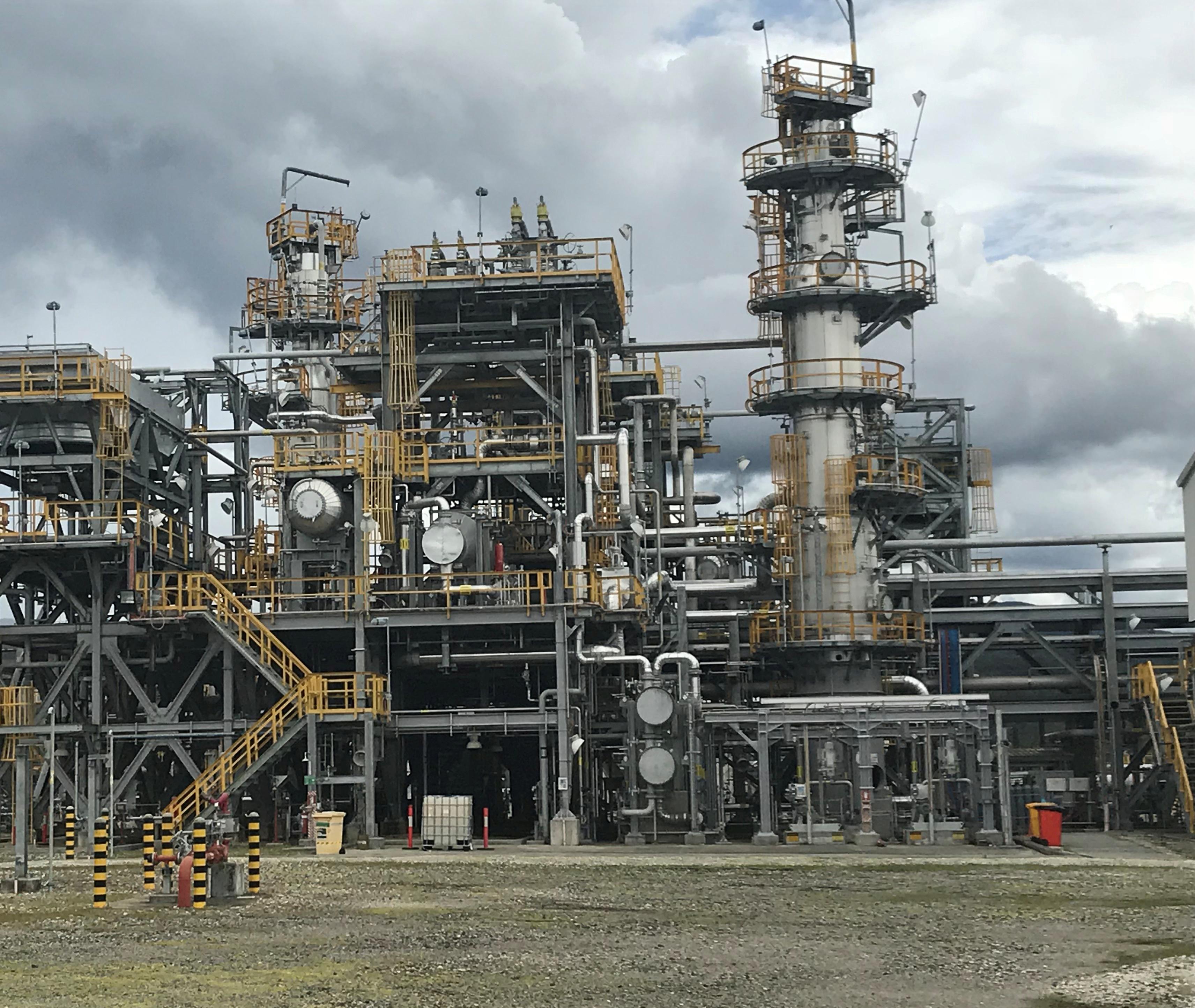 Exxon Mobil bets big on China LNG, sidesteps trade war - Reuters