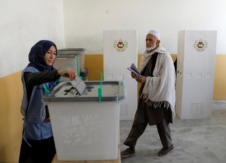 Long queues as Afghan voters defy election day attacks
