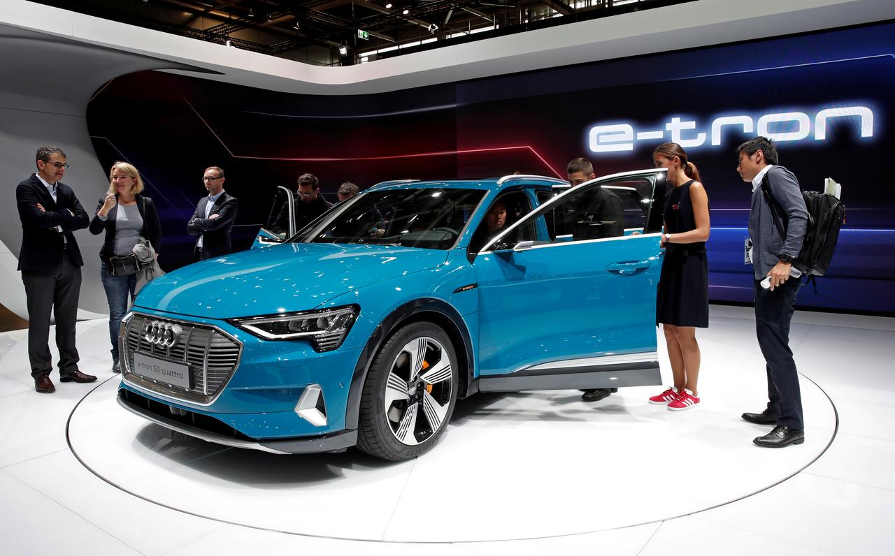 Audis Electric SUV Faces Fourweek Delay Because Of Software Bug - Car show management software