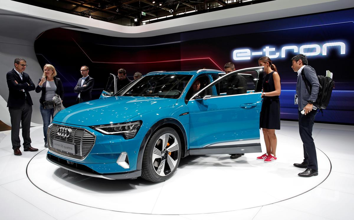 Audis Electric SUV Faces Fourweek Delay Because Of Software Bug - Audi news