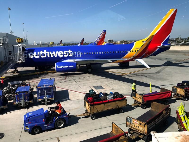 Southwest pledges revenue boost but no baggage fees  d29880935f902