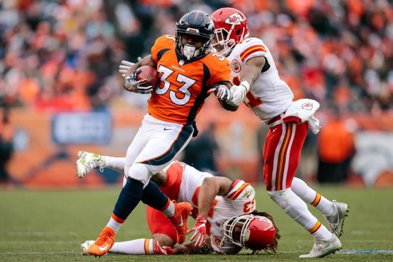 ae7fb0a6 NFL roundup: Unbeaten Rams nip Packers - Reuters