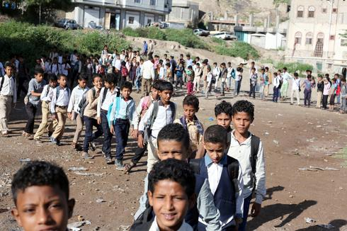 Yemeni teacher turns his home into school for 700 students
