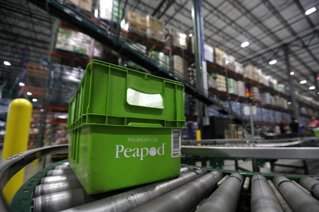 Ahold ups stakes in U S  grocery war with mini-'robot