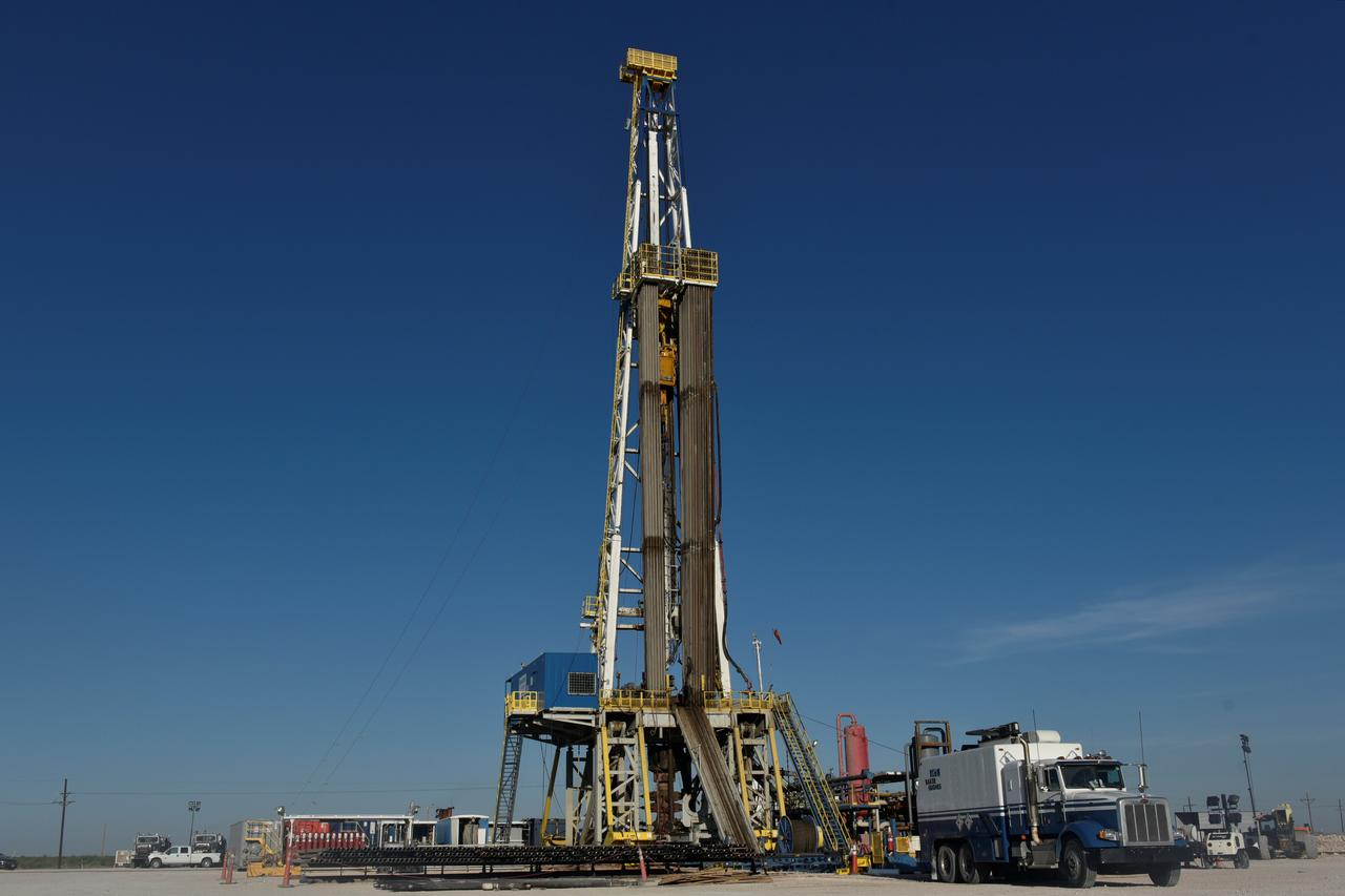 U S  drillers add oil rigs for fourth week in five: Baker Hughes