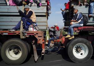 Migrant caravan heads north
