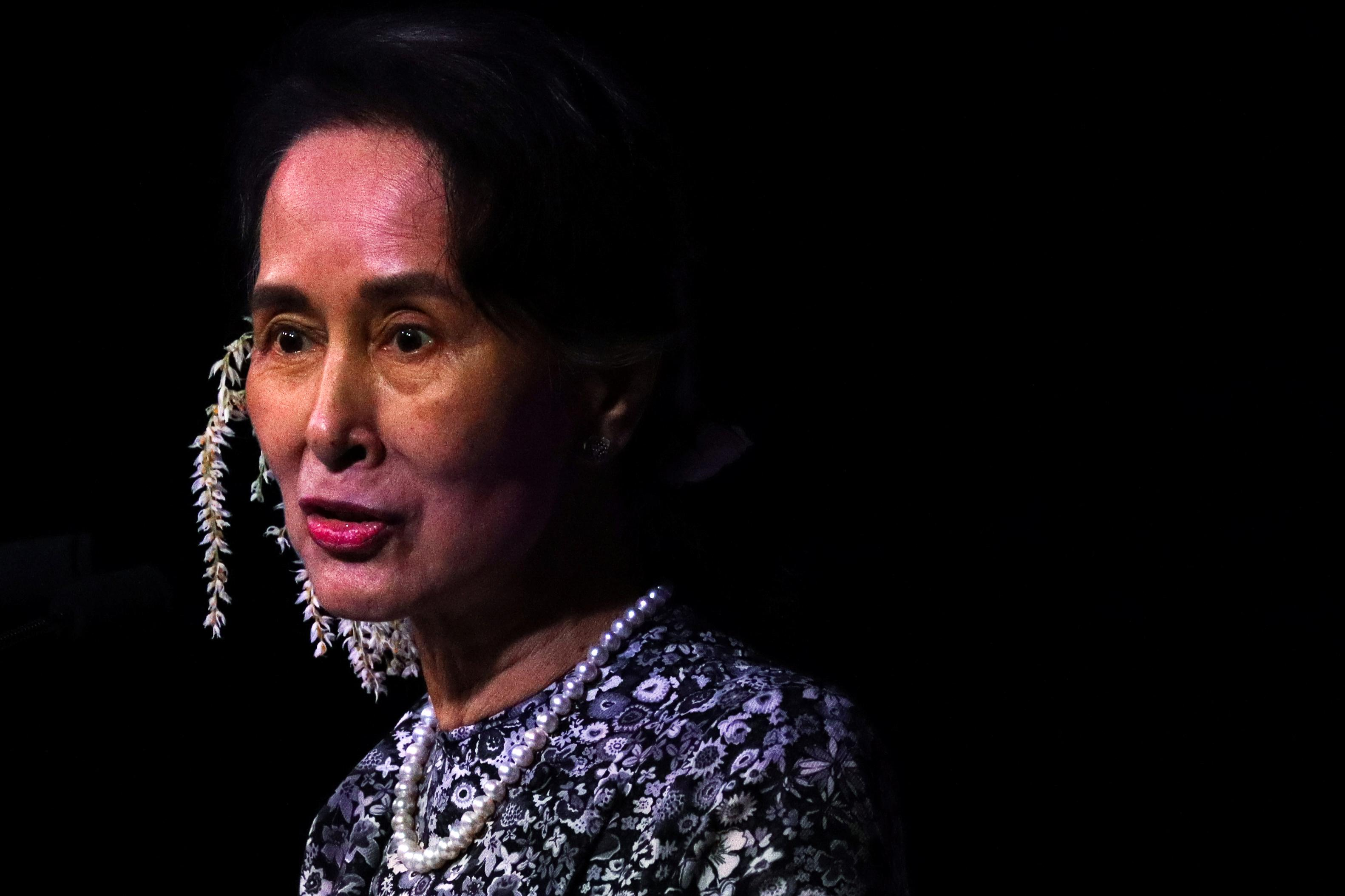 'Defending the indefensible': Malaysia's Mahathir slams Suu Kyi...