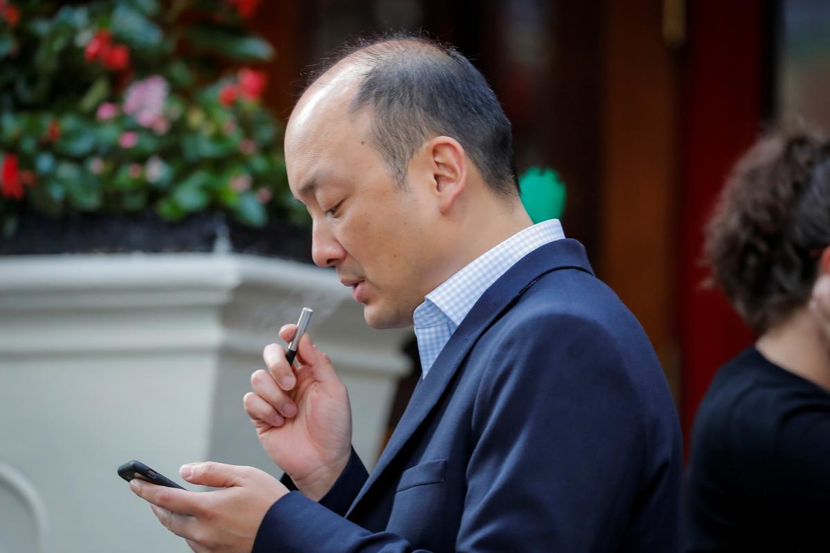 FDA to ban flavored e-cigarettes at U S  convenience stores - Reuters