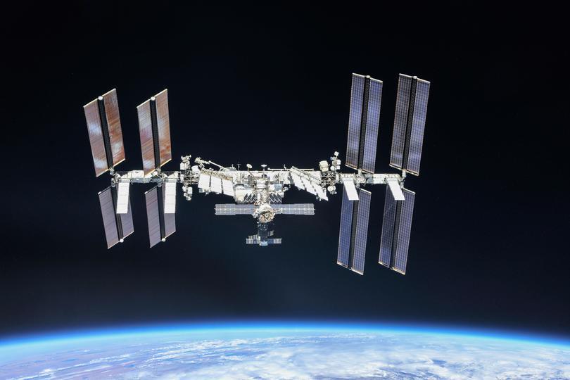international space station turns 20 reuters com