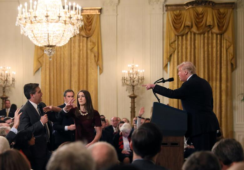 A White House staff member reaches for the microphone held by CNN's Jim Acosta as he questions U.S. President Donald Trump during a news conference following the  midterm elections at the White House, November 7.         REUTERS/Jonathan Ernst