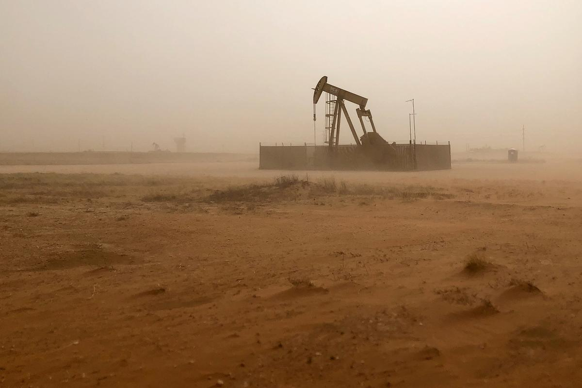 Analysis: Oil's sharp price drop fuels questions for stock market