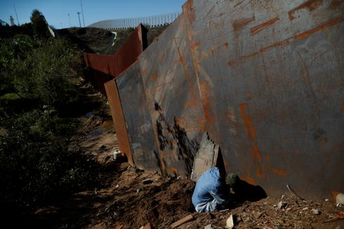 Tired of waiting for asylum, migrants cross border fence