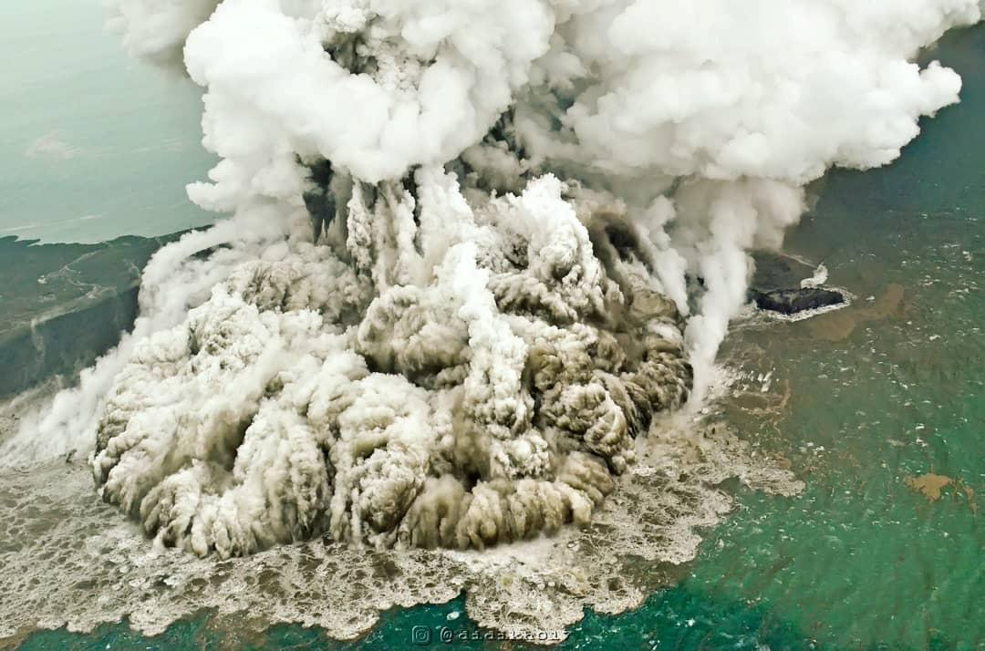krakatau volcano partial collapse triggered tsunami