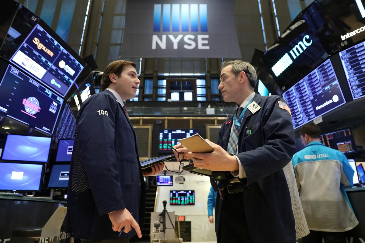 Wall Street extends rally to second day on trade optimism
