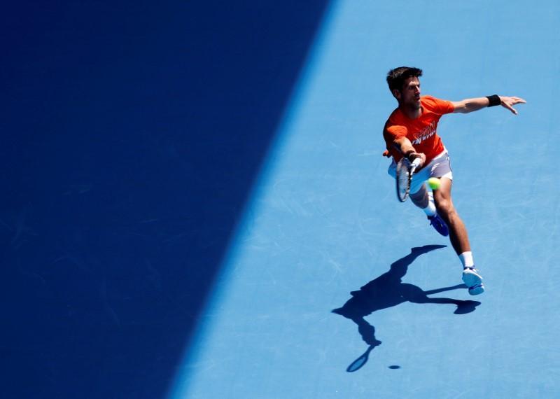 Djokovic mauls Murray in Australian Open practice match