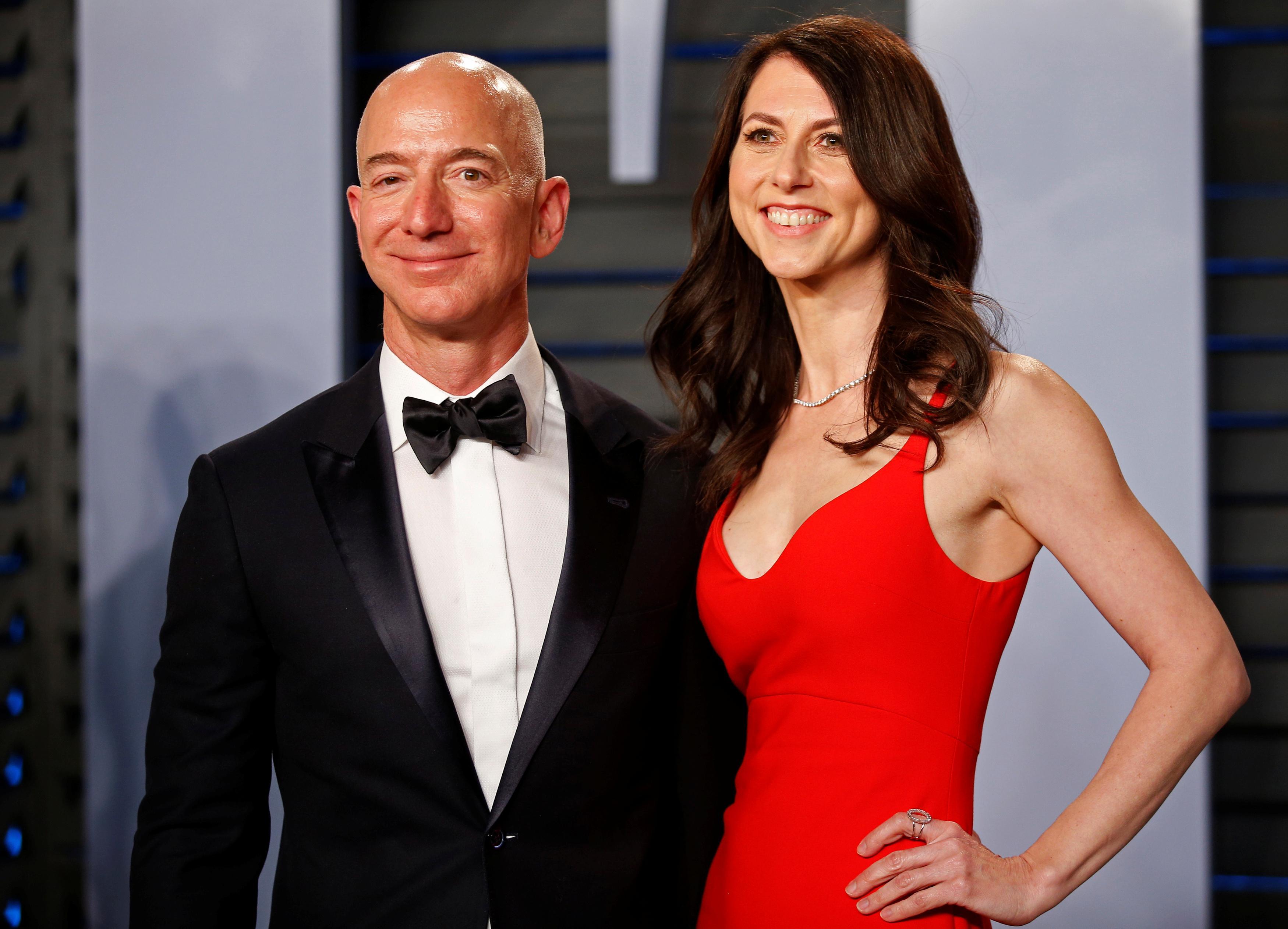 ベゾス氏離婚問題が投資家に波紋 アマゾン株やや不安定な動き - ロイター