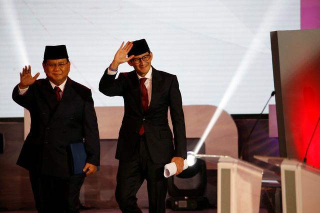 Indonesian presidential candidates spar over corruption, law