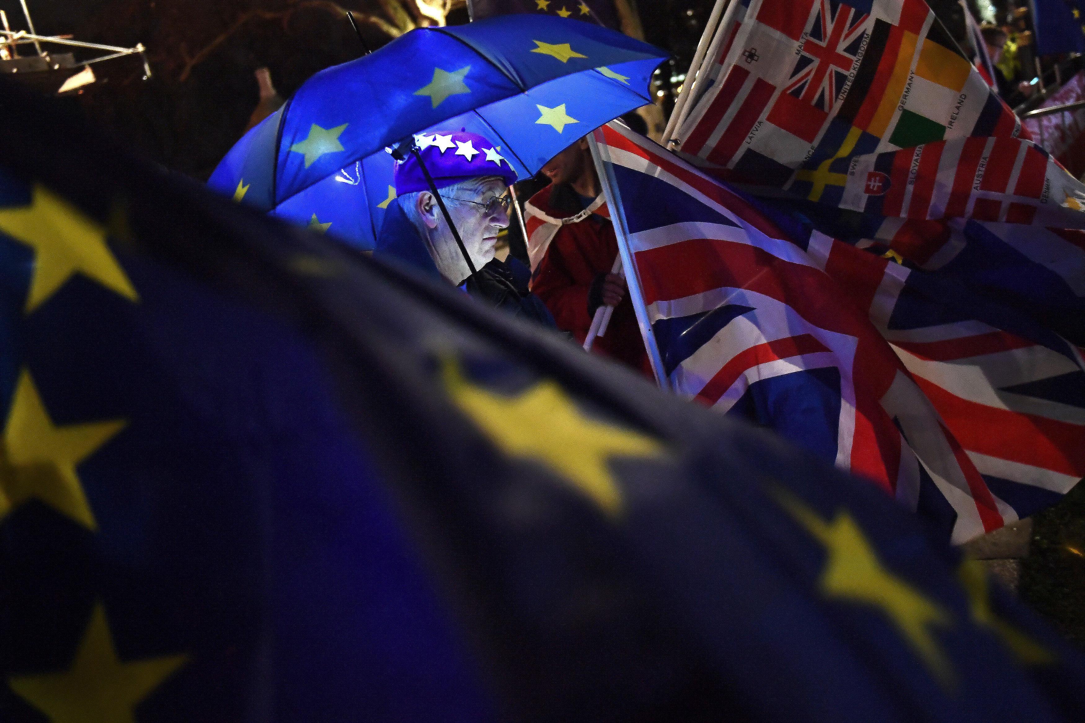 Factbox - მაისის Brexit 'გეგმა B': რა ხდება შემდეგ პარლამენტში?