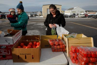Furloughed federal workers line up for food