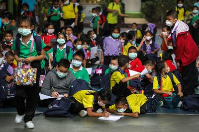Pollution prompts Bangkok to close schools for the week