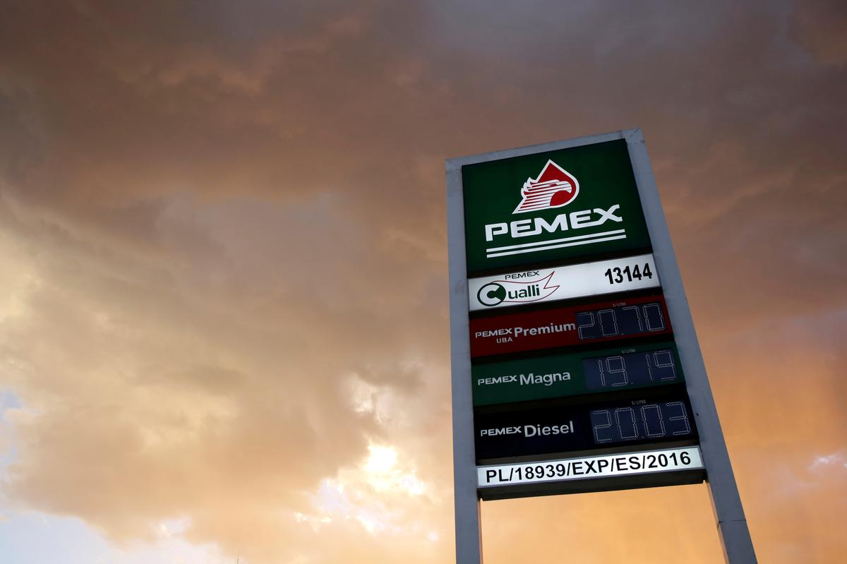 Mexico to inject $3.9 billion in Pemex, seeks to prevent credit downgrade
