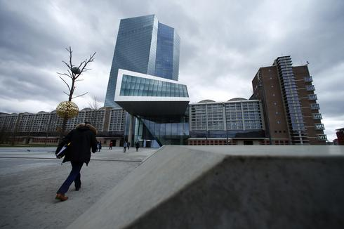 Euro zone banks jump, Italian yields fall on report ECB discussing new cheap bank loans