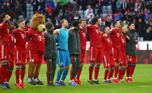 Bayern crush Wolfsburg 6-0 to take over Bundesliga lead