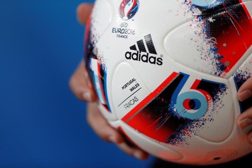 odebrane dobra sprzedaż obuwie Supply chain problems to slow Adidas' sales growth - Reuters