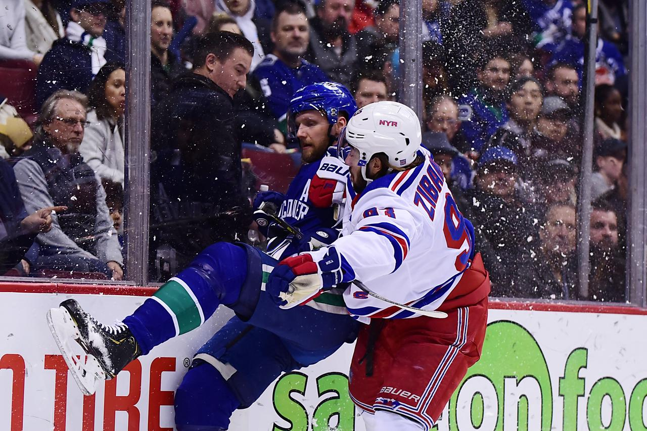 7dfc2c05f16 Motte s back-to-back goals carry Canucks past Rangers - Reuters