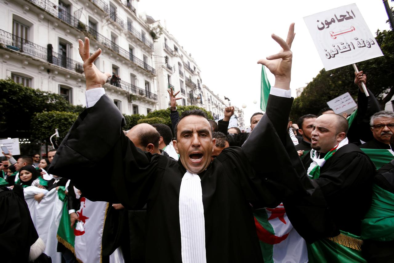 Hundreds of Algerian lawyers protest against Bouteflika - Reuters