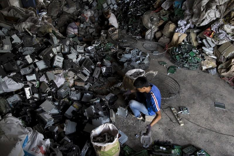 China plans to cut waste imports to zero by next year
