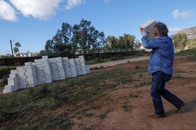 Cheese wall on U.S.-Mexico border | Pictures | Reuters